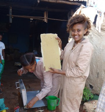 Beekeeping – vocational training for GIRLS
